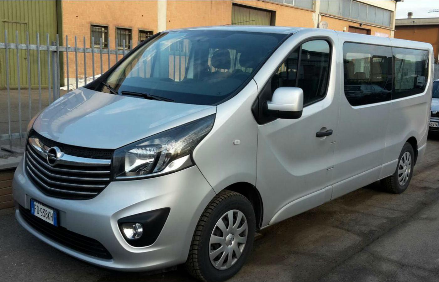 Opel_Vivaro_1